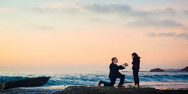 marriage proposal sea side